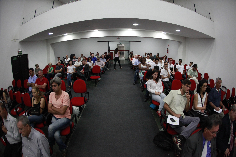 Evento de 1 ano comemora resultados positivos e discute democracia